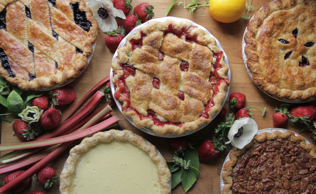 strawberry rhubarb pie with flaky crust
