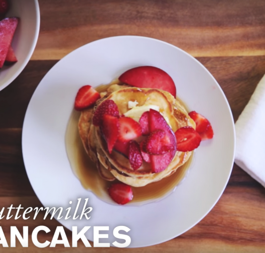 Sunday Morning Fluffy Buttermilk Pancakes